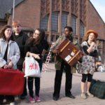 Theaterperformance am Hauptbahnhof